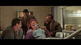 arme-fatale-4-tranches-de-rire-chez-le-dentiste